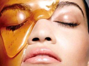 Мед на лице
