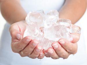 Криомассаж кубиками льда