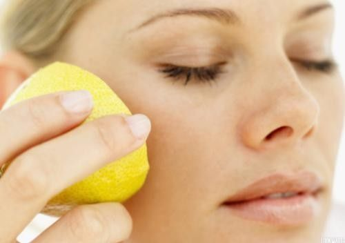 Как отбелить кожу лица в домашних условиях? Эффективные рецепты, включающие в состав лимон, соду и огурец