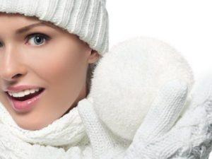 Женщина со снежком